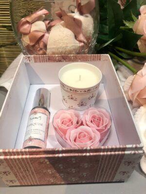 Estuche con vela perfume y rosas