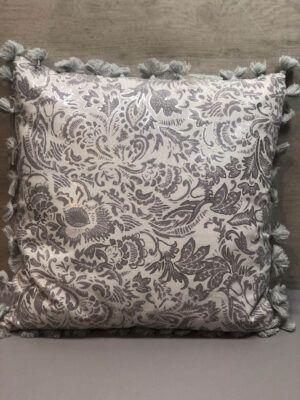 Cojín adamascado gris plata